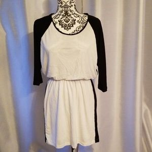 Banana Republic Dresses - Banana Republic Raglan T Dress size S